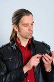 有智能手机的人 免版税库存照片