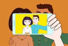 有智能手机的手做Selfie年轻夫妇拥抱 皇族释放例证