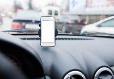有智能手机的汽车在持有人 免版税图库摄影