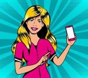 有智能手机的白肤金发的女孩在流行艺术减速火箭的漫画样式 库存例证