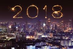 2018有曼谷都市风景的新年好烟花在晚上, Th 免版税图库摄影