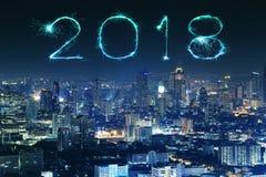 2018有曼谷都市风景的新年好烟花在晚上, Th 免版税库存照片