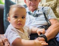 有曾祖父的男婴 免版税图库摄影