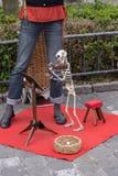 有最基本的木偶的卖艺人 图库摄影