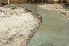有最近倾吐的水泥的边路 库存照片