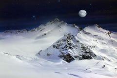 有月亮的Elbrus登上 免版税库存图片