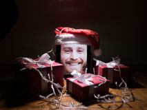 有有胡子的人照片和圣诞节环境的数字式片剂在黑暗的背景 免版税图库摄影