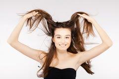 有有风头发的美丽的深色的女孩 图库摄影