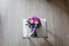 有朋友的新娘 免版税库存图片