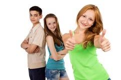 有朋友的年轻女小学生 免版税库存图片