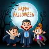 有服装的滑稽的动画片吸血鬼在夜背景 库存照片
