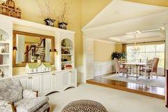 有木修造ins的客厅,希腊欧洲风格的装饰 免版税库存照片