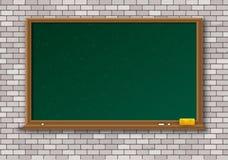 有木制框架的空的绿色黑板 免版税库存图片