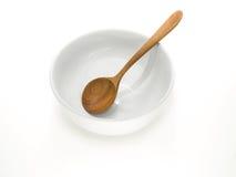 有木匙子的白色碗 库存图片