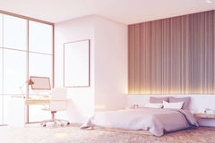 有木地板的,桌,侧视图卧室,被定调子 免版税图库摄影