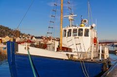 有木帆柱的渔船 免版税库存图片