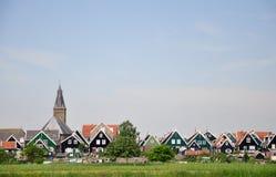 有木房子的典型的荷兰村庄Marken,荷兰 免版税图库摄影