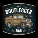 有木桶的减速火箭的卡车 酒类走私者字法 葡萄酒板刻 向量例证