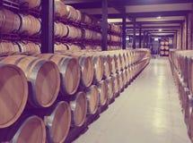 有木桶的酿酒厂 库存照片