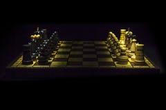 有木片断的老木棋枰 免版税库存图片