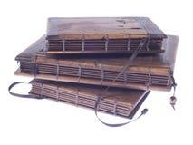 有木盖子的葡萄酒笔记本在白色背景 免版税库存照片