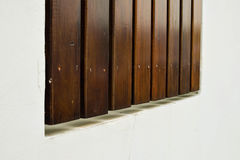 有木盘区的墙壁 库存图片