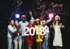 有木第的年轻不同种族的人2018年 库存照片