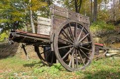 有木轮子的无盖货车 免版税库存图片