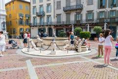 有未定义人民的Di Piazza Vecchia喷泉 免版税库存图片