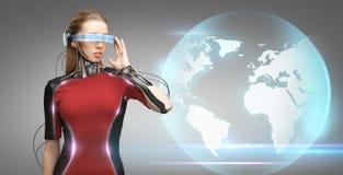 有未来派玻璃和传感器的妇女 库存图片