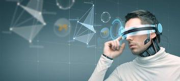 有未来派3d玻璃和传感器的人 库存图片