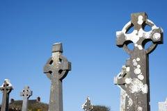 有未玷污的墓碑的凯尔特坟园 免版税库存照片