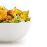 有机切的印地安芒果(印度的Mangifera)在白色碗 免版税库存图片