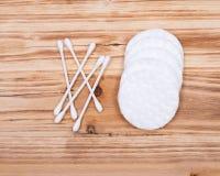 有机双重末端棉花耳朵和组成拖把,芽并且组成去膜剂垫 图库摄影