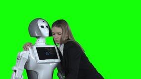 有机器人的女孩被拍摄并且采取selfie 绿色屏幕 慢的行动 股票录像
