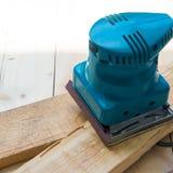 有机器铺沙的木匠 免版税图库摄影