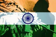有机枪的战士有印度的国旗的 库存图片