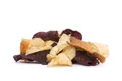 有机根菜类油炸马铃薯片 库存图片