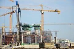 有机械楼房建筑站点的建造者工作者 免版税图库摄影