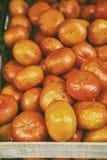 有机自然不完美的果子以瑕疵 蜜桔桔子,普通话,柑桔,没有叶子的柑橘水果 软的hipst 免版税库存图片