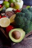 有机菜、果子、种子、草本和坚果在木箱在土气样式 免版税库存图片