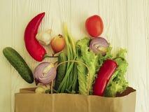 有机菜购物的生气勃勃市场桌健康 库存图片