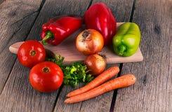 有机食品背景菜胡椒磨 库存照片