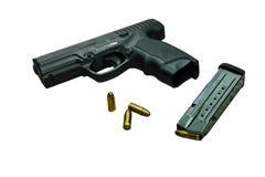 有杂志和弹药的枪 免版税库存图片
