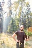 有杉木幼木的骄傲的林务员 库存图片