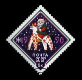 有杉木树的俄语圣诞老人在民间故事马, 免版税图库摄影