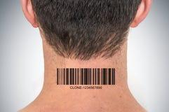 有条形码的在他的脖子-基因克隆概念人 免版税图库摄影