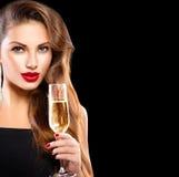 有杯的性感的式样女孩香槟 免版税图库摄影