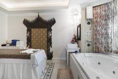 有极可意浴缸的按摩空间 免版税库存照片