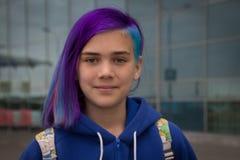 有极端头发的女孩 免版税图库摄影